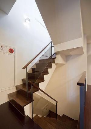 轻巧雅致的日式风格室内楼梯设计图片大全