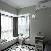 跃层式住宅卧室飘窗装修窗帘图