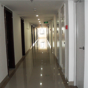 单身公寓装修走廊图