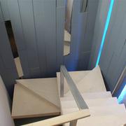 实木楼梯装修吊顶图