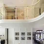 跃层式住宅客厅楼梯装修灯光设计
