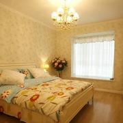 卧室背景墙装修吊顶图