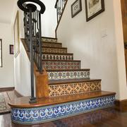 实木楼梯装修背景墙图