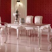 折叠式实木餐桌装修造型图