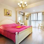 小卧室设计装修床铺图