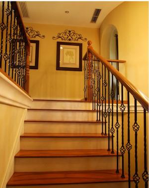 自然淳朴风的美式乡村楼梯装修效果图