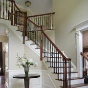 阁楼实木楼梯装修效果图