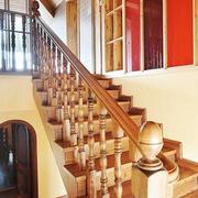 阁楼实木楼梯装修脚踏板图