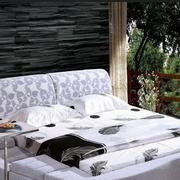 卧室榻榻米床装修背景墙图