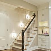 纯白色阁楼实木楼梯装修效果图
