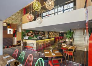 70平米现代简约小型餐厅装修效果图