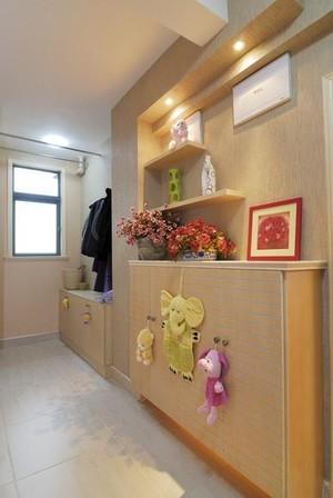 简约时尚跃层式住宅家庭鞋柜装修效果图