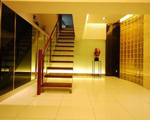 具有东南亚风情的楼梯装修效果图