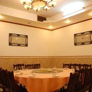 饭店吊顶装修桌椅图