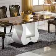 大理石餐桌室内图