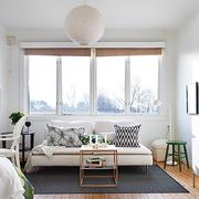 纯色调客厅飘窗设计图