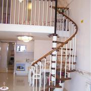 旋转实木楼梯装修图