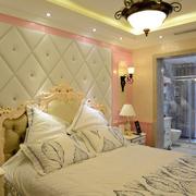 暖色调卧室背景墙装修图