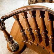 造型精致的实木楼梯