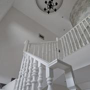 白色淡雅的旋转楼梯图