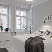 纯白色小卧室设计