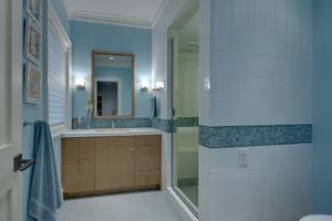 现代舒适卫生间装修效果图