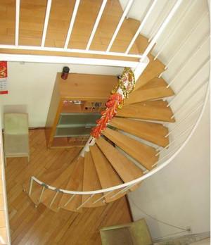 颇有艺术感的法式旋转楼梯装修效果图