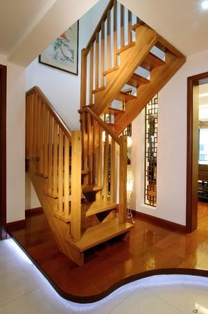 豪华实木楼梯装修