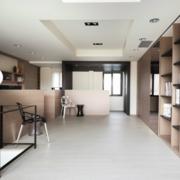 纯白色的复式楼客厅装修图