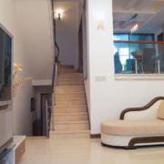 复式楼客厅装修楼梯图