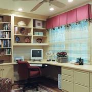 暖色调书房装修图