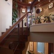 精美实木旋转楼梯设计