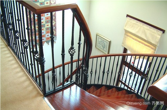 北欧风格铁艺旋转楼梯装修效果图
