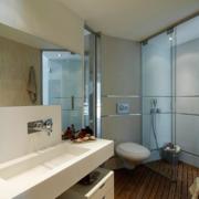 卫生间玻璃隔断装修效果图