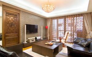 90平米中式客厅带门电视背景墙