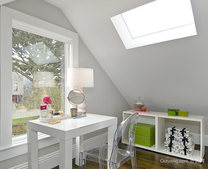 30平米现代斜顶阁楼开天窗装修效果图