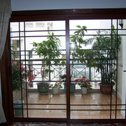 精致阳台玻璃推拉门