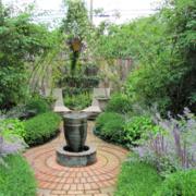 清新翠绿的别墅庭院