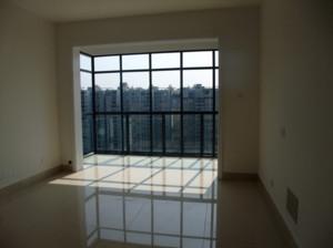 现代简约风格客厅阳台打通装修效果图