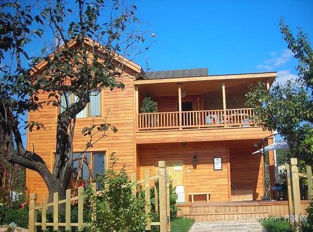 贴近自然的小型木屋别墅生态木墙板装修效果图