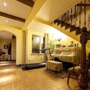 温暖色调的楼梯设计
