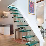 淡雅纯色的室内楼梯