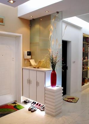 2015单身公寓细致精巧的鞋柜装修效果图