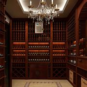 深色精致的酒柜