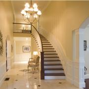 淡黄色调的楼梯