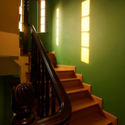 暖色调楼梯设计