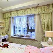 精美的卧室飘窗窗帘