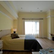 温馨黄色的卧室