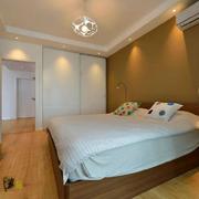 暖色温馨的卧室