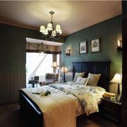 颜色深沉的卧室飘窗